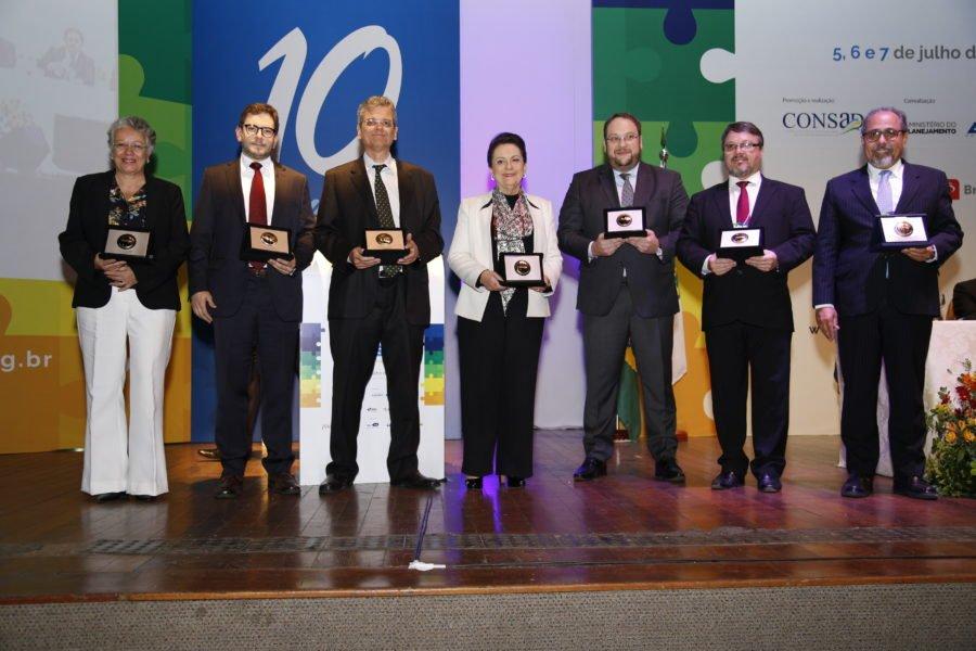 Comitê Científico é agraciado com o Prêmio Mérito Consad